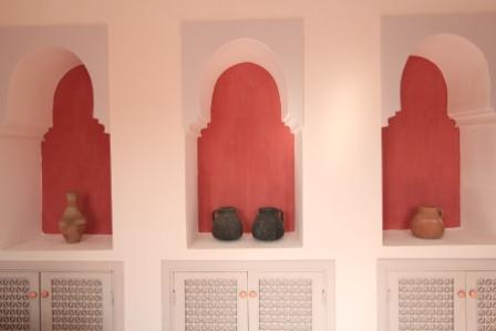 image of arches in living room