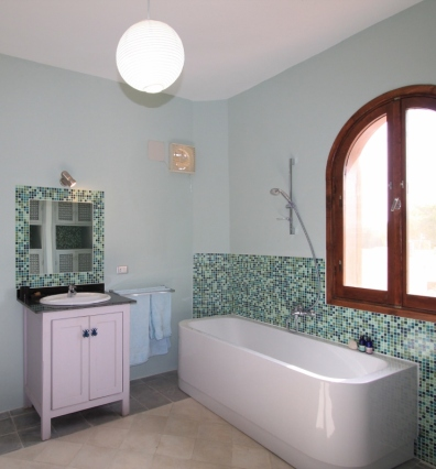 Image of family bathroom in Villa Arabesque
